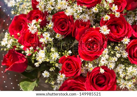 Bouquet of red roses with baby's breath flowers