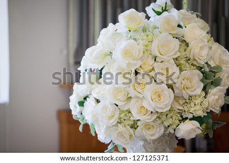 Bouquet of white roses at a wedding
