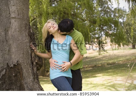 Girl is dating a tree