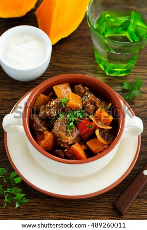 Braised beef with pumpkin in red wine.