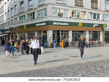 mcdonalds restaurants demographic trends The story of mcdonald's started in 1954, when its founder raymond kroc saw a hamburger stand in san bernardino, california and envisioned a nationwide fast food chain kroc proved himself as.