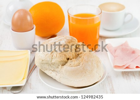 bread with cheese, ham and orange juice