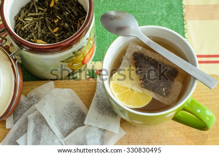 Brewing of a black tea with a lemon