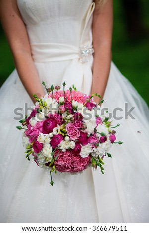 Bridal bouquet with red and white colors