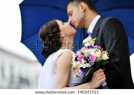 Bride and groom. Kissing wedding couple