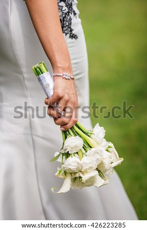 Bride with a bouquet of white flowers in his hands