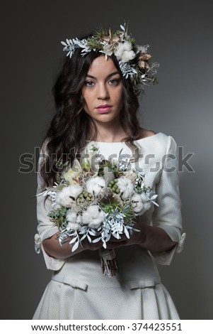 Bride with winter inspired bridal bouquet and flowers crown