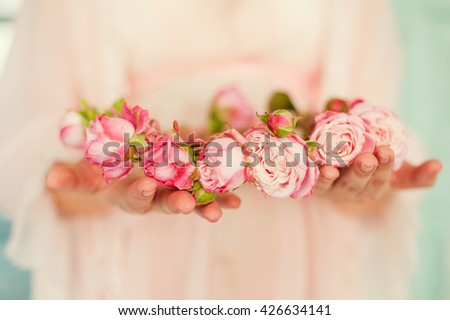 brides wreath in the hands