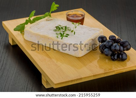 Brie cheese with thyme and grape