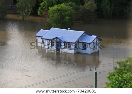 BRISBANE, QUEENSLAND/AUSTRALIA - JANUARY 13:Queenslander house stands alone in a flooded area on January 13, 2011 in Milton, Brisbane, Queensland, Australia. - stock photo