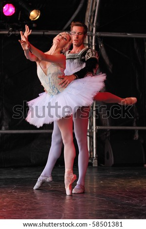 BRISTOL, ENGLAND - AUG 1: Megan Fairchild and Andrew Veyette of the New York City Ballet perform a pas de deux from Swan Lake at the Harbour Festival on August 1, 2010 in Bristol, England