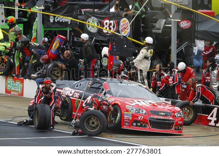 Bristol, TN - Apr 19, 2015:  Kurt Busch (41) brings his car in for service during the Food City 500 at Bristol Motor Speedway in Bristol, TN. - stock photo