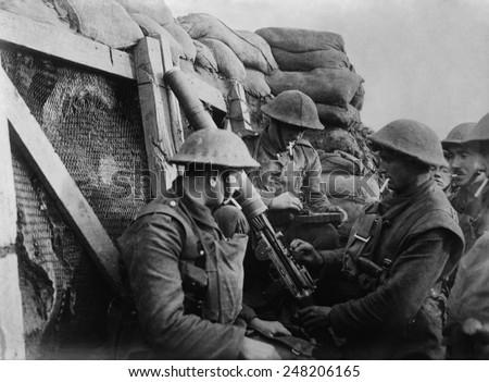 British WW1 machine gun crew in a front line trench. 1914-18. - stock photo