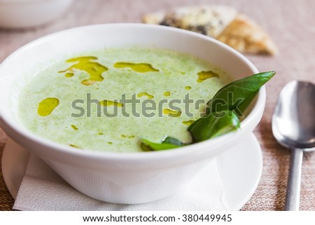 Broccoli and cheddar cheese cream soup