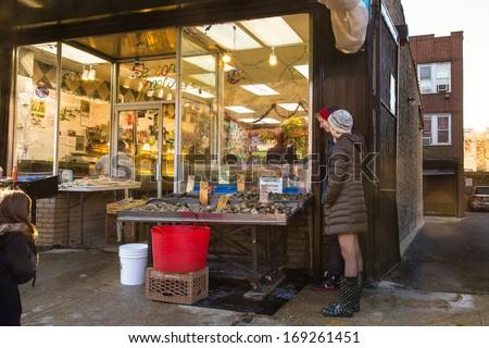 Bronx ny dec 28 storefront of seafood market on arthur for Fish market bronx