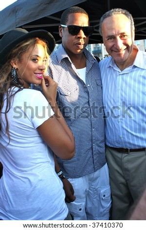 BROOKLYN, NY - AUGUST 30:  Jay-Z (C), Beyonce (L) and Chuck Schumer (R) attend the Jelly Pool Party held at East River Park on August 30, 2009 in Brooklyn, NY.