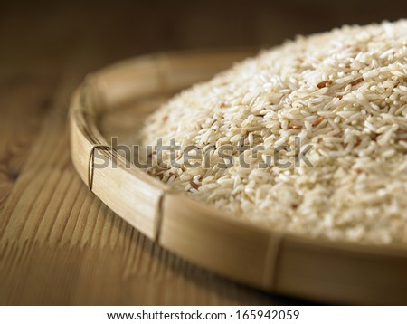 brown rice in the bamboo tray