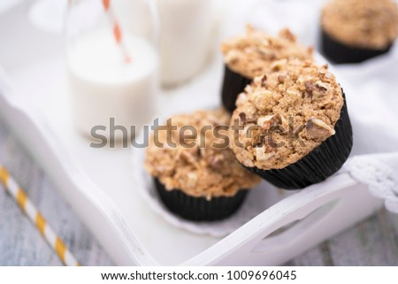 Brown sugar and walnuts cupcakes with milk