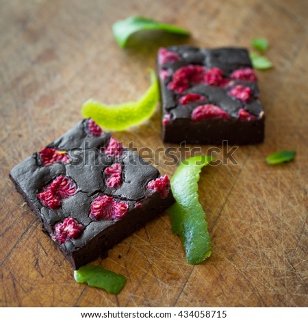 Brownies made from avokado with lime