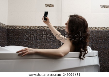 Brunette doing her sexy photo while taking bath
