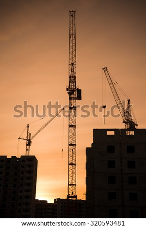Building crane and multistory building