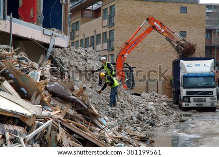 Building site / Building demolition in southeast London for the new housing estate`s 3 / 8 / 2001