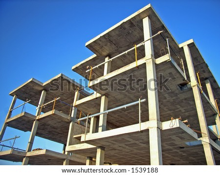 Building the structure of a block of flats in Majorca