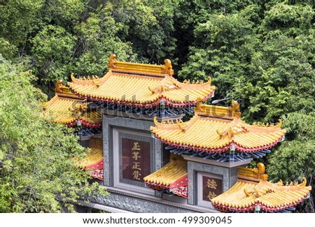 Building with vegetation around the Kek Lok Si temple in Penang