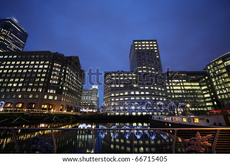 buildings in Canary Warth at night