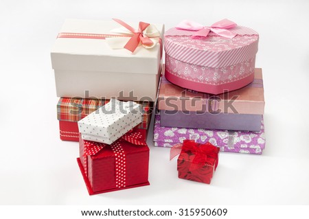BUNCH GIFT BOXES BIRTHDAY LOVE ROMANCE.