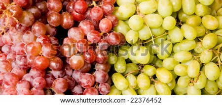 Bunches of red and white grapes at a fruit market