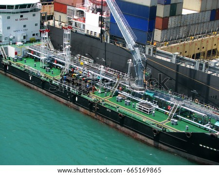 Liquefied gas tank barge