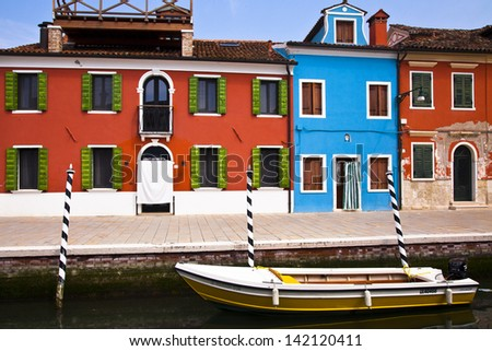 Burano-a boat before brightly colored houses on a sunny day