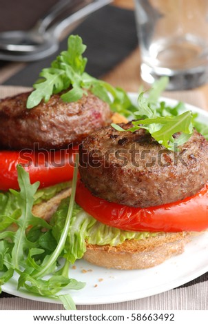 Burgers with rocket and peppers