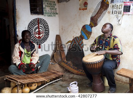 BURKINA FASO - AUGUST 14: Men playing African percussion instruments, Bobo Dioulasso is a city of music in Burkina Faso, August 14, 2009 in Bobo Dioulasso, Burkina Faso - stock photo