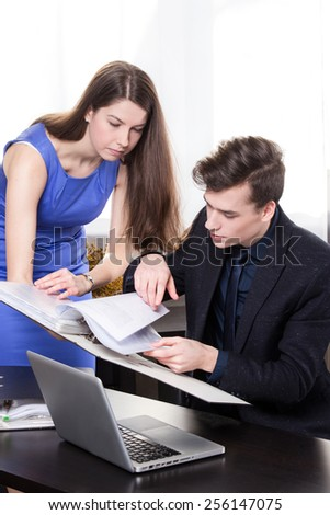 Business woman shows the documents to his colleague