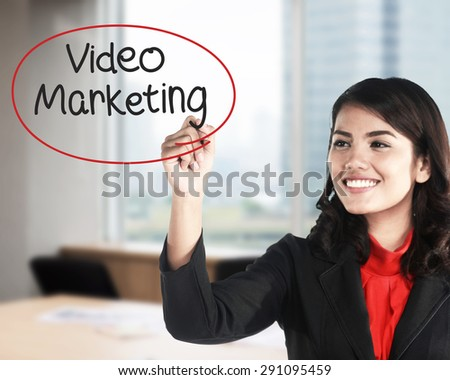 Business woman writing video marketing with handwriting and circle