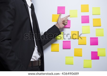 Businessman pointing to a notepaper