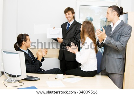 Businessman showing a growth diagram on a meeting