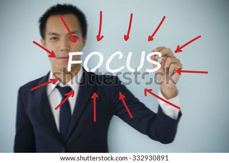 businessman writing focus with arrows, business idea concept