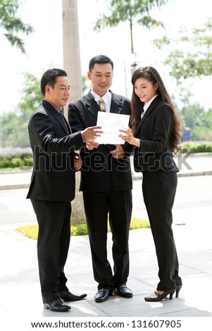 Businesspeople discussion problems outdoors - stock photo