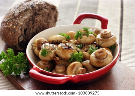 Button mushrooms in a garlic butter