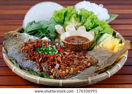 CA CHIEN XU - Fried fish served with rice paper, typical Vietnamese cuisine - stock photo