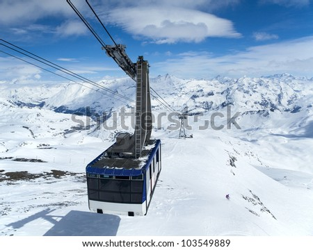 Cableway to transport large numbers of people high in mountains
