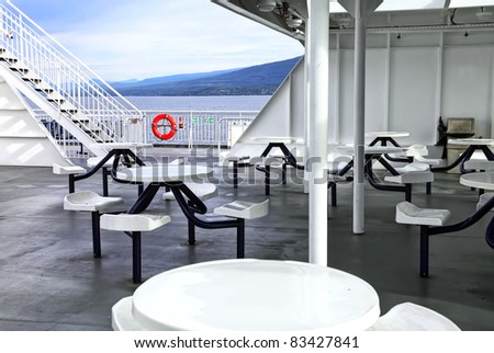 Cafe by the walking ship