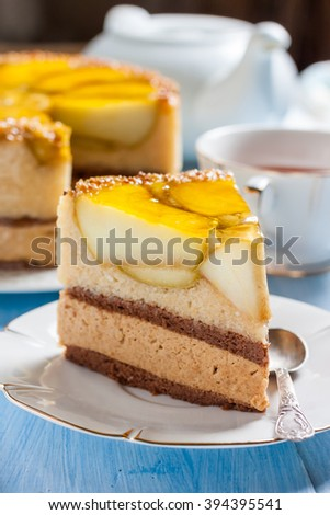 Cake with caramel mousse and apples