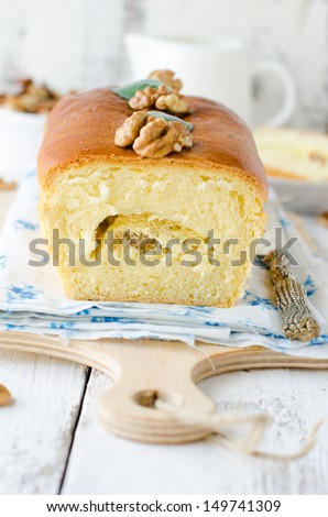 Cake with cottage cheese and nuts