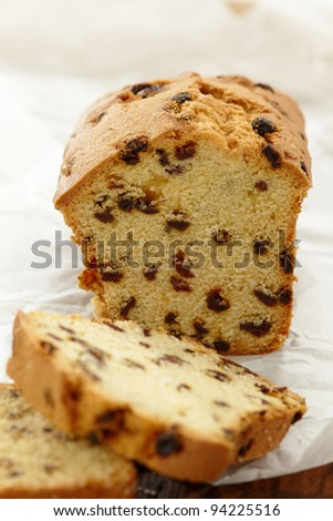 cake with raisins