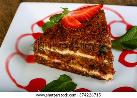 Cake with strawberry, mint and syrope