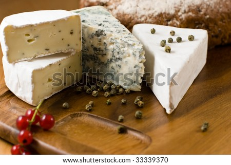 Camembert,Blue Cheese and Brie with green pepper